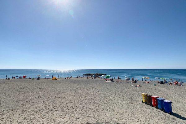 Spiaggia libera San Pietro Free Beach a Pietra Ligure