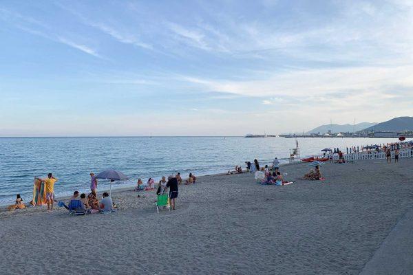 Spiaggia a ponente di Pietra Ligure